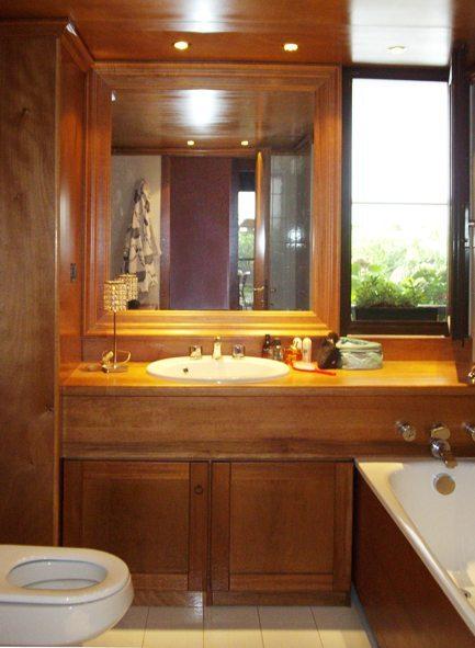 Bagno nuovo con boiserie in legno marino senza opere murarie