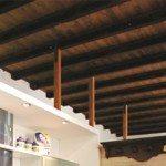soffitto in legno in travi di pino della valtellina
