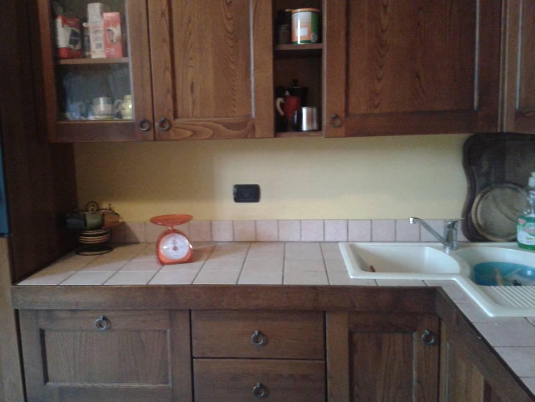 Top cucina resistente all 39 acqua al calore e al taglio - Top in marmo per cucine ...