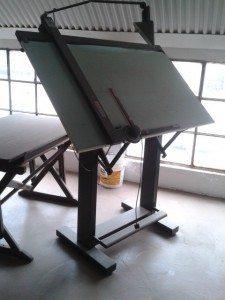 mobile unico ed elemento d'arredo.tavolo da disegno dove spesso nascono progetti idee
