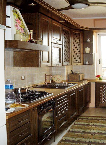 Cucine su misura:cucina in massello di rovere color noce