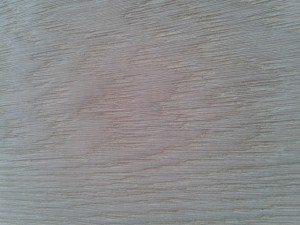 spazzolare i pavimenti in legno