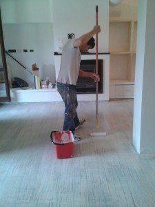 come spazzolare i pavimenti in legno