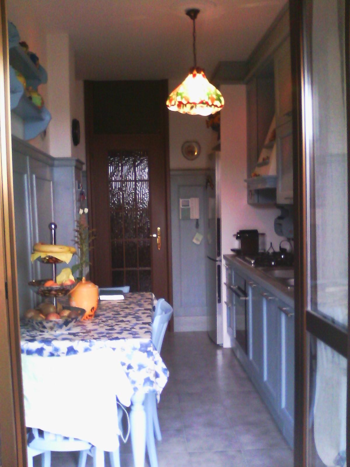 Boiserie nella cucina su misura a milano