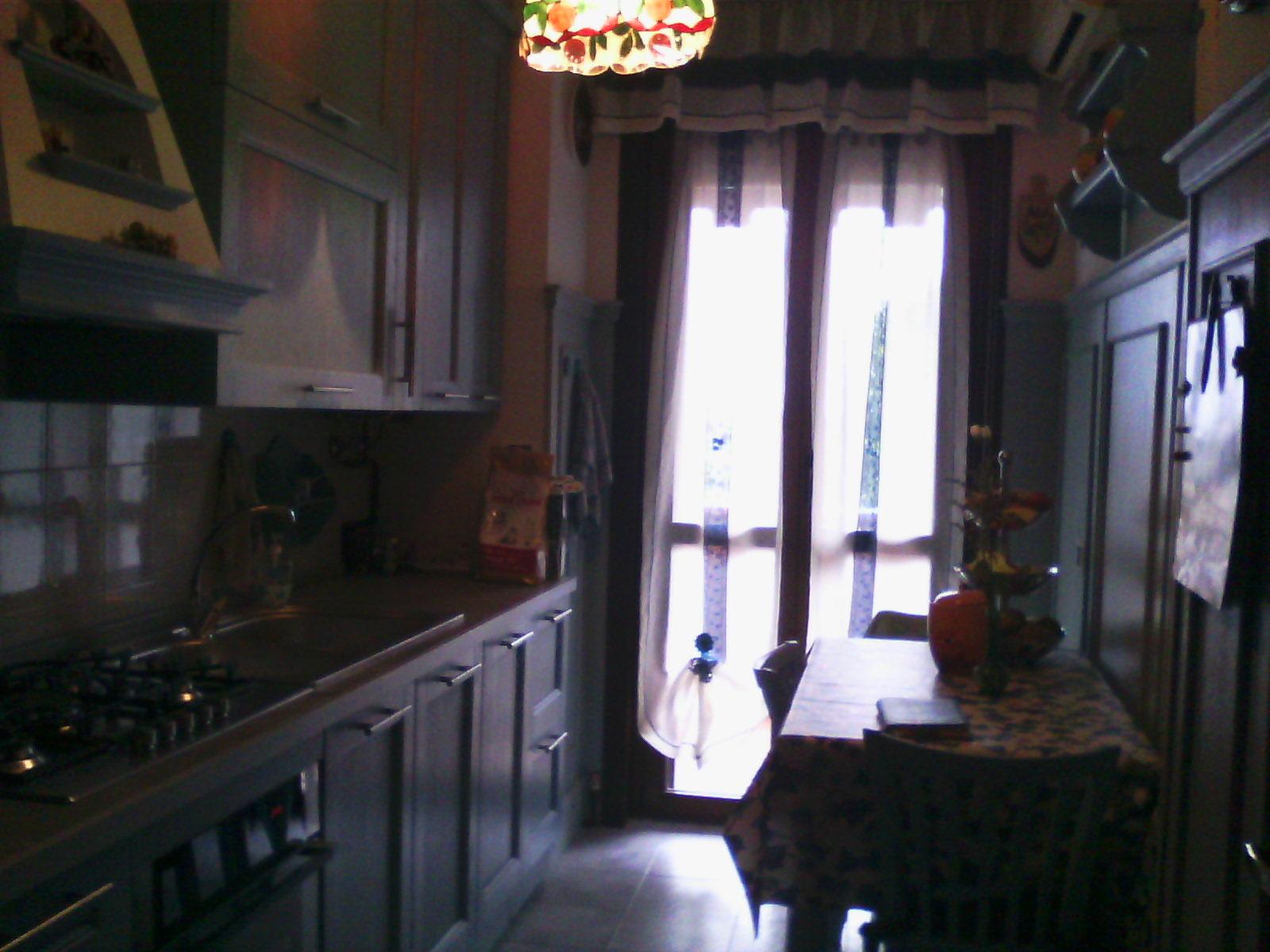 Boiserie nella cucina su misura milano creo casa milano for Misura casa milano
