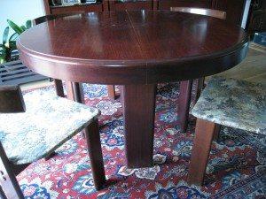 un nuovo design al tavolo da noce a laccato