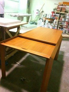 tavolo allungabile legno massello moderno opera