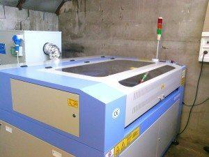 Taglio laser in officina meccanica del legno Milano