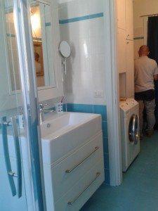 mobili bagno su misura con cestoni