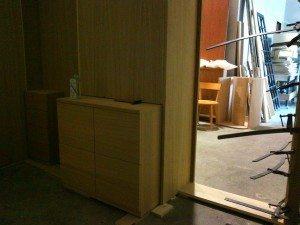 Divisori interni in legno nella casa a milano
