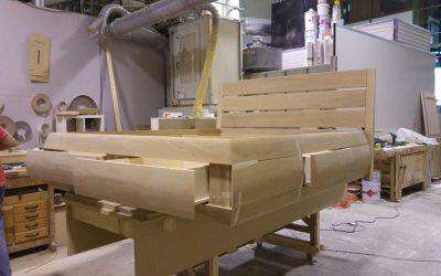 Letto con cassetti laterali ed ai piedi realizzato su misura in falegnameria