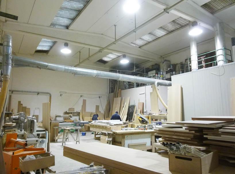L'interno della falegnameria Creocasa a Milano
