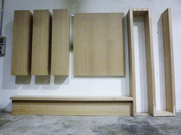Parete soggiorno minimalista su progetto