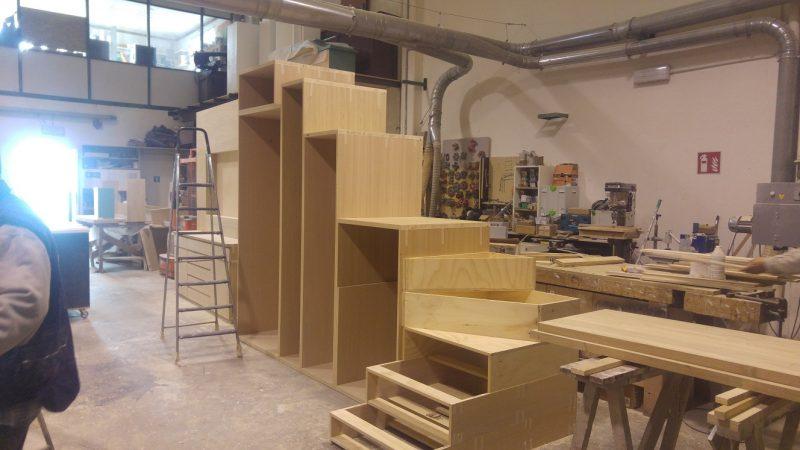 Scala con armadio sotto, fasi di lavoro in falegnameria