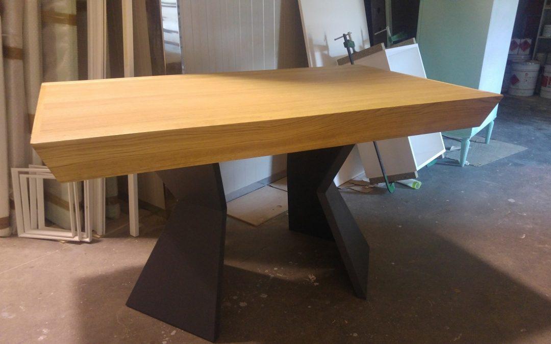 Clessidra un tavolo con una base diversa, commenti
