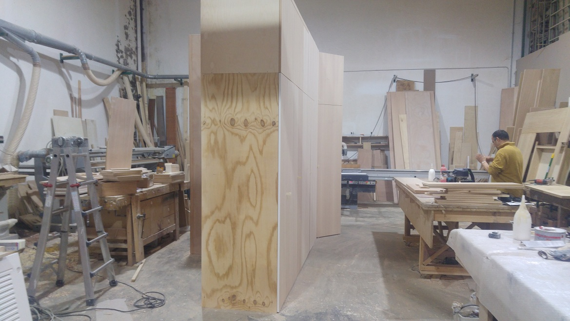 parete armadio in corridoio anche lavanderia