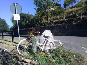 Arredare aree e giardini con materiale di riciclo ( bicicletta da donna )