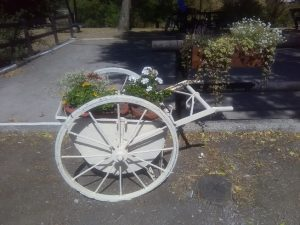Arredare aree e giardini con materiale di riciclo(carrioliole da gru)